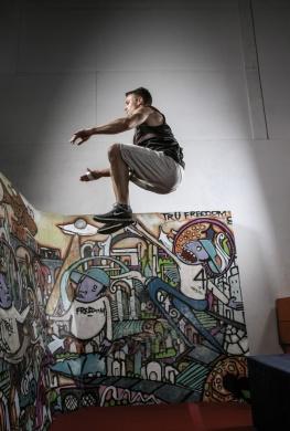 Stephen Amell gymnastics