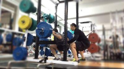 personal trainer squat