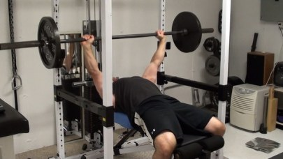 bench press in power rack